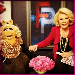 Joan and Miss Piggy talk fashion